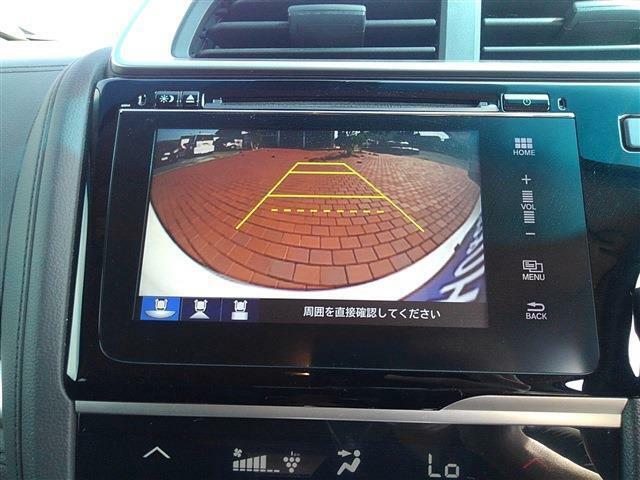 安心のバックカメラ付きです!駐車もサポートしてくれるので大活躍!