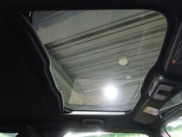 全車標準装備のスカイフィールトップで開放的且つアクティブなお車を演出いたします!