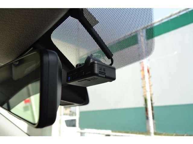 衝突被害軽減ブレーキを搭載。安全面にも考慮した車です。ドライブレコーダーも装備。