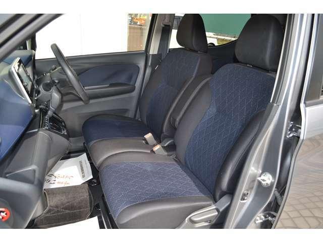 寒い日も快適。運転席と助手席にシートヒーターを装備。