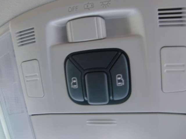 両側電動スライドの上級グレードです☆フロント天井に開閉操作スイッチ付き♪
