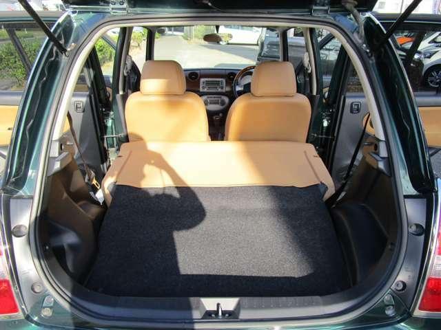 セカンドシートを畳みますと、こんなに大きなスペースが出来ます!大きな荷物も十分積む事ができます♪使い勝手が良いので、様々な用途でご利用頂けます!普通車にしか乗ったことが無い方も、是非一度お試し下さい!