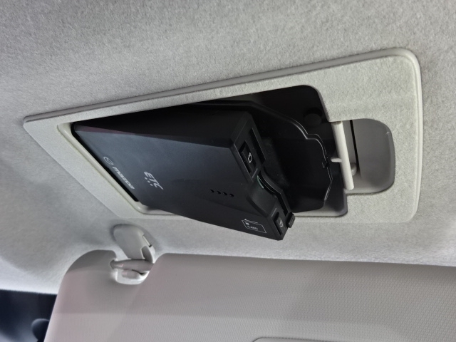 純正ショップオプションのスマートインETC車載機を装着しております。カード決済でお支払が簡単です。有料道によっては割引価格の対象になる事もございます。
