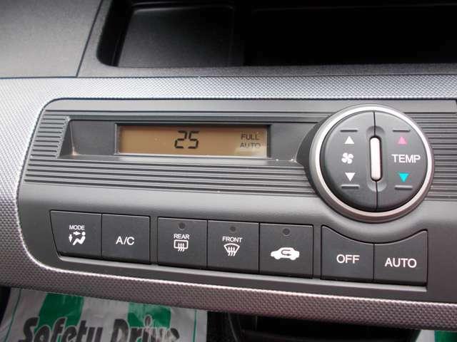 オートエアコンなので車内の温度を常に快適に保ってくれます♪
