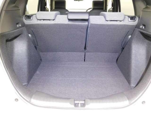 トランク荷室十分な容量あります。