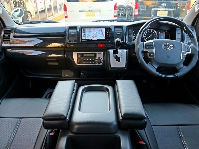 クラシックな内装で新車をカスタムコンプリート!
