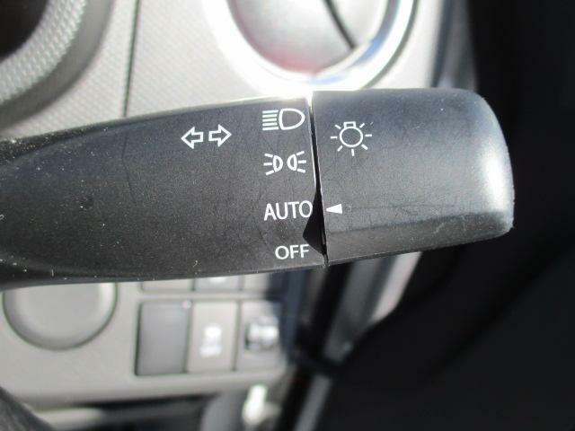ヘッドライトは、暗くなれば点灯し、明るくなれば消灯する便利なオートライト機能付きです。消し忘れはこれで解消できます。(^_^)/?