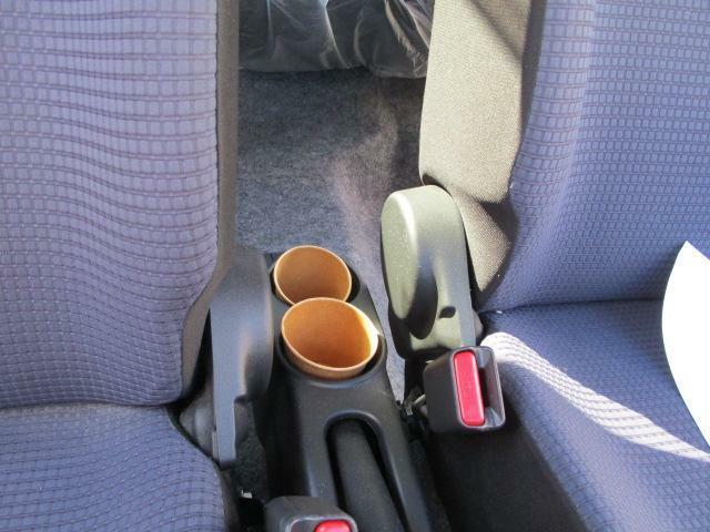 後席用ドリンクホルダーです。500mlペットボトルも入ります。(●^o^●)