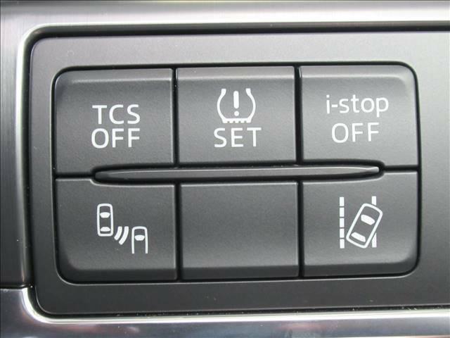 レーンキープアシスト機能を装備。車線をはみ出すと警報をしてくれるシステム。また衝突軽減ブレーキも装着。ブラインドスポットも装備。