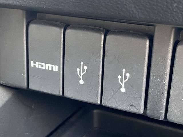【USB電源ソケット】スマートフォンやポータブルゲーム機などの充電に便利な USB電源ソケットを装備しております。