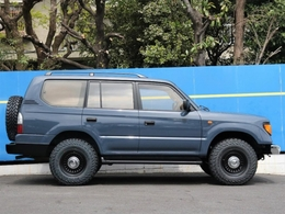 全長約470cm×全幅182cm。トヨタ・エスティマほどのボディサイズです。
