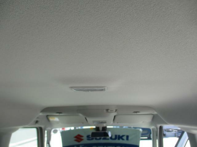 天井にはスリムサーキュレーターが全席と後席の温度差を解決します。