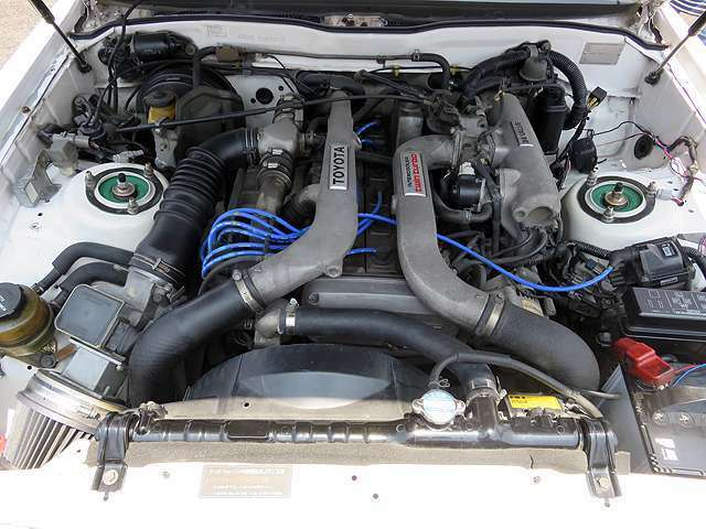 6気筒ツインカム24ツインターボエンジン(210馬力)