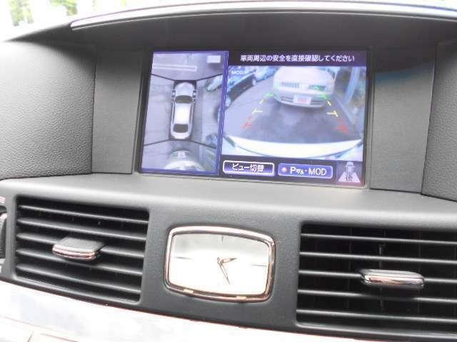 車庫入れも安心できるアラウンドビューモニター付き