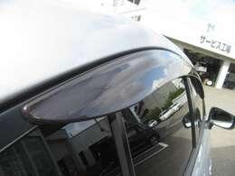 ドアバイザー付きなので、雨の日でも車内のちょっとした換気が可能です!