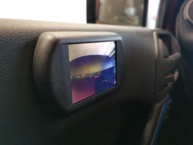左折時巻き込み防止のサイドカメラ装備。