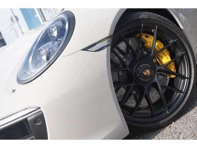 (OP)スペシャルカラー(クレヨン) ブラウントップ幌 (OP)LEDメインブラックヘッドライトPDLS付き (OP)ポルシェロゴペイント仕上げ