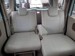 革調シートカバーが装着済み! これならお子様を乗せてもシートが汚れないですね(^o^)v