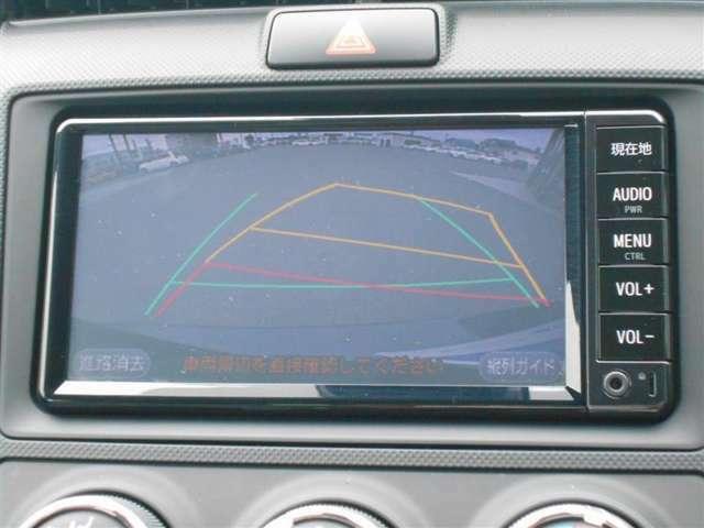 【バックモニター】車庫入れのときも安心のバックモニター付!見やすいカラー画像のバックモニターは運転席からの死角も確認でき、安心して駐車する事が出来ます!女性が苦手な駐車もこれで快適ですね♪