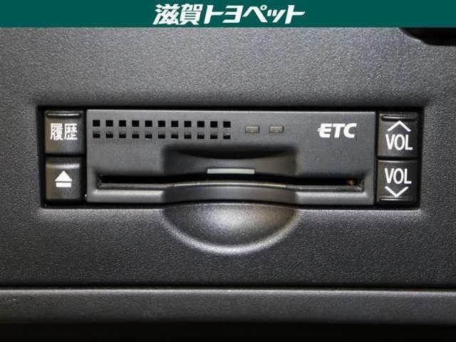 コンソ-ル内にスッキリ収まったビルトインタイプのETC車載器を装備しております。高速道路利用時に便利なアイテムです。