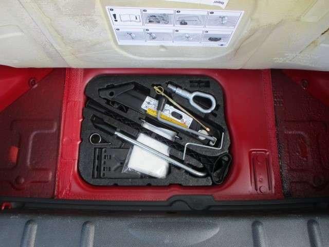 Bプラン画像:ラゲッジスペース下部には、車載工具も完備されておりますので緊急時の対応も安心です♪
