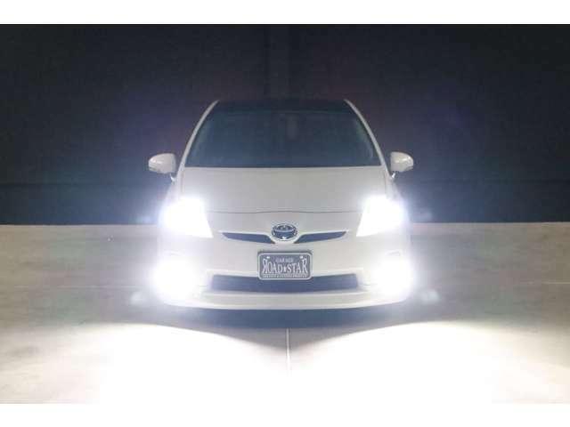 こちらは夜間の撮影です。ヘッドライトもフォグランプもLEDsystemに仕様変更していますので、ご覧の通り純白光のとっても明るくキレイな輝きです。