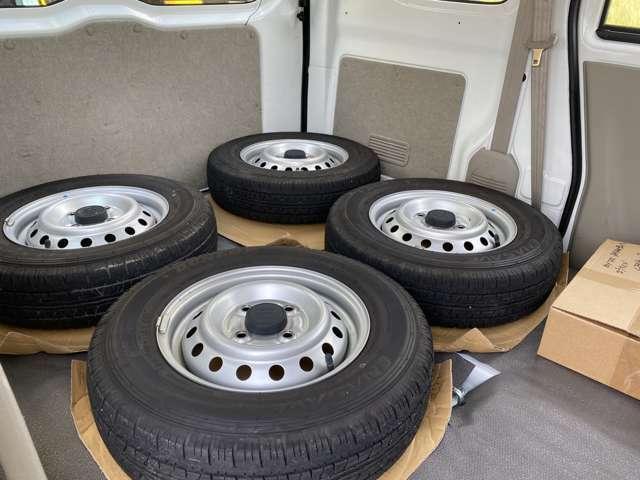 純正タイヤ4本積込みです車検時必要ですので保管ください