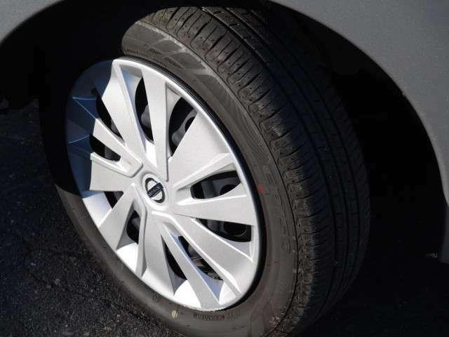 タイヤサイズは、155/65R14です。冬タイヤの付属もあります♪