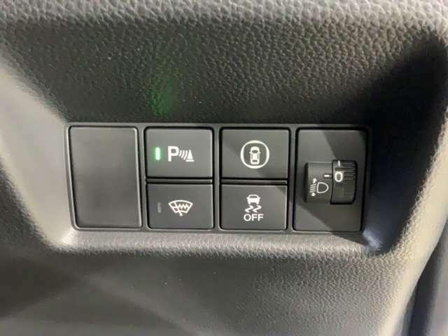 VSAが、走行中の車のタイヤのスリップを感知して、安全な走行を確保します。前後のソナーセンサーを搭載。夜間での検知や、自転車も検知して安全運転をサポートします。