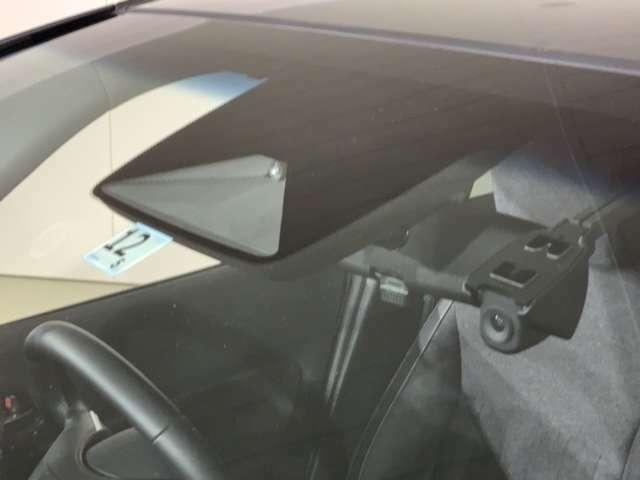 先進の安全運転支援システム、HondaSENSINGがもたらす、より高い安心と快適性です。ナビ、スマートフォン連動タイプのドライブレコーダー付きで、万が一の場合でも安心です。