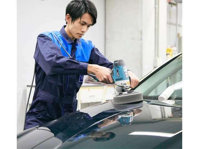 「プラチナムコーティング」は、有機系コーティングよりもさらに汚れが付着しにくく、水洗いだけで簡単に美しさを取り戻すことができます。人気の高いカービューティ技術です。