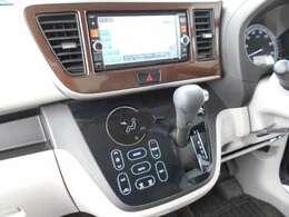 フルセグTV・DVDビデオ再生機能付きナビゲーション搭載車です。