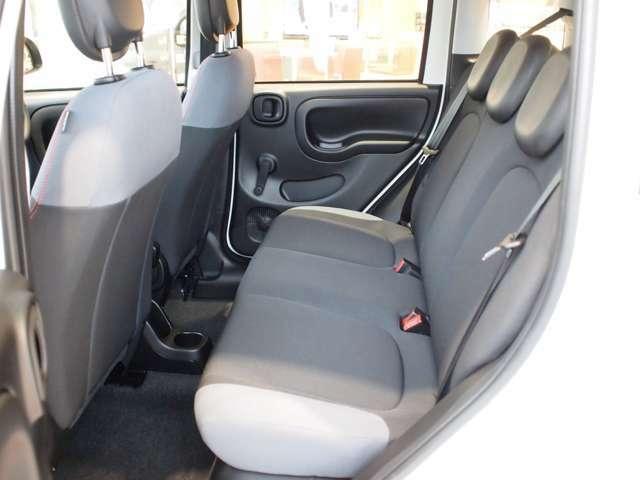 クッション性の高いシート。街乗りから長距離運転まで快適にお乗りいただけます。