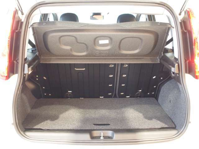 荷室容量は5名乗車時で225リッター!