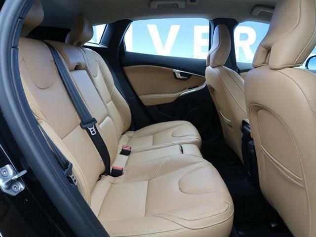 ●後席シート:前席同様、茶革シートです♪全席に共通でシートヒーターが付いてきます♪