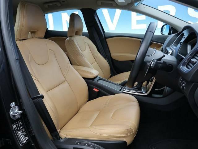 ●前席シート:サマムのグレードでは革シートが標準装備です♪パワーシートが前席にともについておりますのでお好みのポジションに簡単に設定して頂けます♪