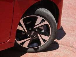 タイヤサイズは165/55R15になり純正アルミホイールになります。