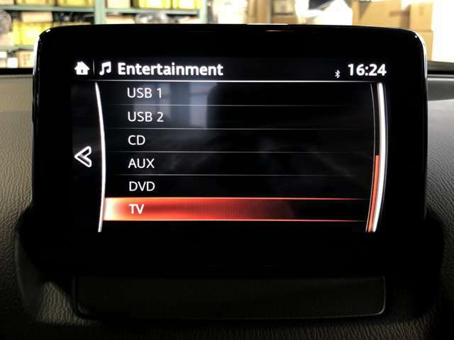CD、DVDプレイヤーはもちろんTVチューナーも付いているので運転中も音楽を楽しめますね♪