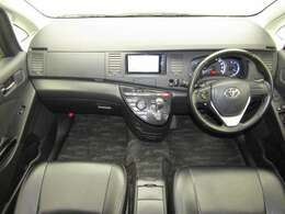 インパネシフトも操作性がいいですよ♪オートエアコンなので、スイッチひとつで車内の温度も快適に保つことができますよ♪