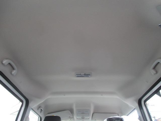 当店のご成約車には、オプションで室内の除菌・脱臭及びガラス撥水加工作業を施工させていただきます。クレベリンを使用した最新のウイルス撃退法で、車内環境を改善します。オプション名『クリーンセット』です。