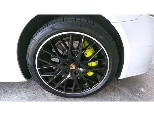 タイヤ4本新品交換済み、40万円相当の純正充電器も付属してあります。
