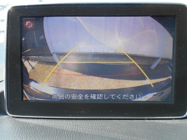 バックする際にも安心のバックカメラ付き。