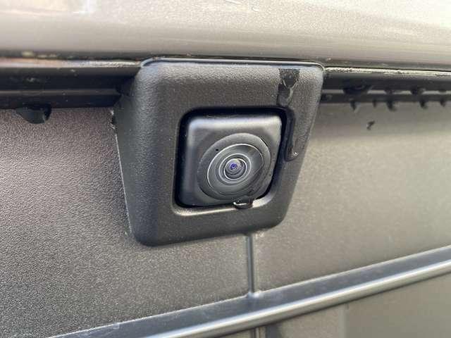【全方位カメラ】車を上から見下ろしたような視点で周囲を確認することができます☆縦列駐車や幅寄せ等でも大活躍!!駐車が苦手な方にはピッタリですね♪