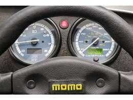 270S専用のスピードメーター。外側は、キロ表示、内側はマイル表示です。ODOメーターは、液晶表示で見やすくなってます。