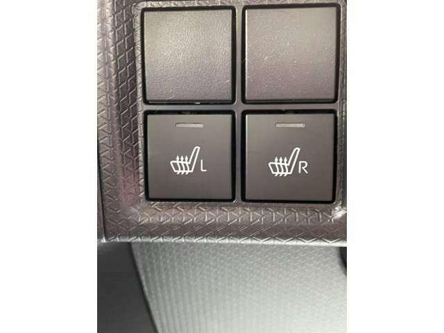 【シートヒーター】エアコンの温風で体を温めることとは異なり、車内の乾燥を防ぎつつ体もポカポカです♪寒い日には大活躍間違いなし!!