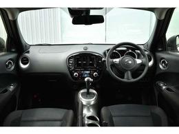 内装はスポーティーなブラックで全方位の視界も広く高い目線で運転もしやすいです