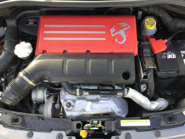 手入れの行き届いたエンジンルーム。エンジンは車の心臓部分です。エンジンルームが汚いとトラブルの原因になります!当店は、徹底的に綺麗にしております!