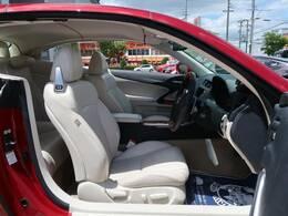 【白革シート内装】電動パワーシートが装備されております。
