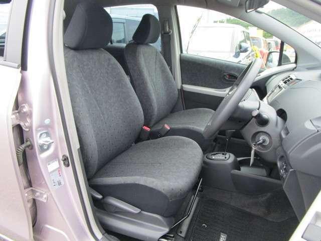 フロントシート!シートリフター機能も付いていますので、シートの高さも調節できます。