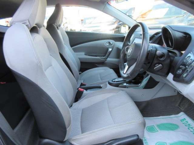 専用グレーカラーシート♪ 座り心地も良くとても運転がし易いです♪